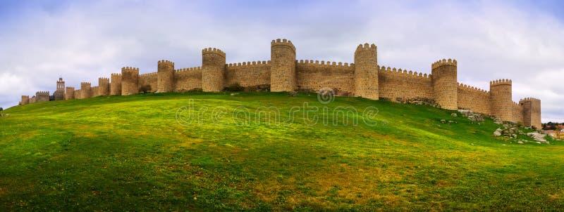 Panorama van middeleeuwse stadsmuren stock fotografie