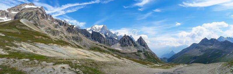 Panorama van Mont Blanc-vallei Grens Frankrijk-Italië royalty-vrije stock afbeelding