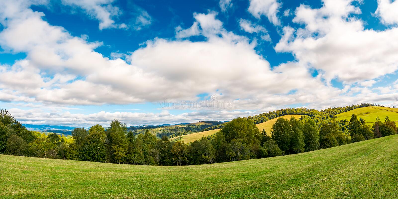 Panorama van mooi de herfstplatteland stock foto