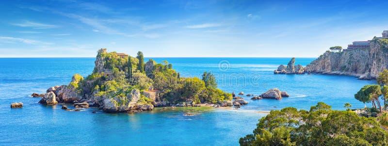 Panorama van mooie Isola Bella, klein eiland dichtbij Taormina, Sicilië, Italië stock fotografie