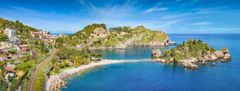 Panorama van mooie Isola Bella, klein eiland dichtbij Taormina, Sicilië, Italië royalty-vrije stock afbeeldingen