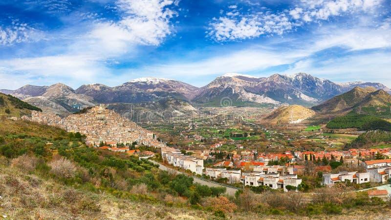 Panorama van Morano Calabro stock afbeelding