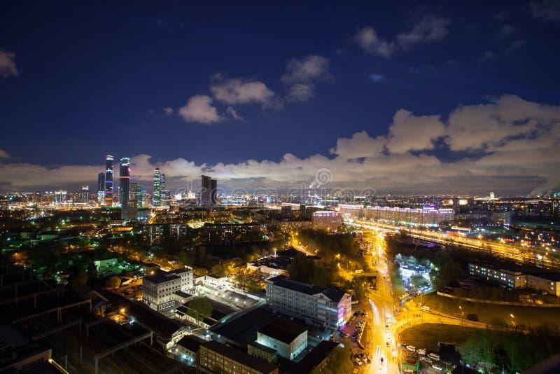 Panorama van nacht Moskou, commercieel centrum van de stad stock afbeeldingen