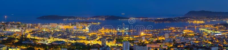 Panorama van nacht Toulon stock afbeeldingen