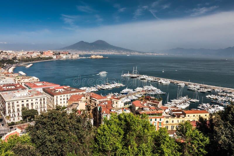 Panorama van Napels met de Vesuvius en de Baai royalty-vrije stock afbeeldingen