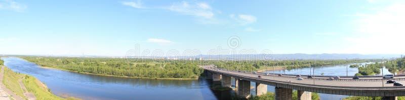 Panorama van Oktober-Brug krasnoyarsk stock afbeeldingen