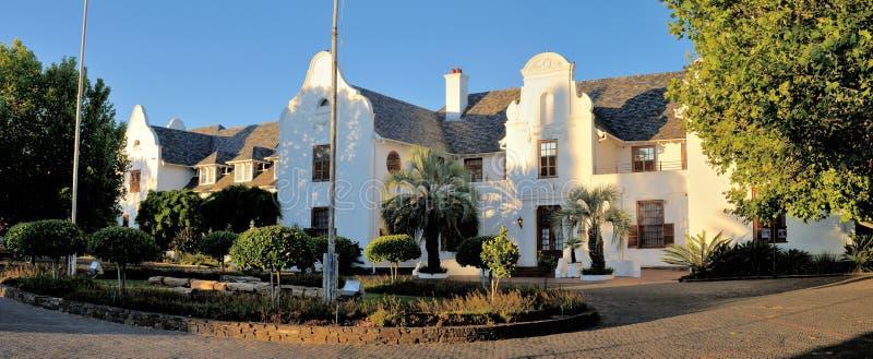 Panorama van Oliewenhuis Art Museum in Bloemfontein, Zuid-Afrika stock foto's
