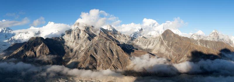 Panorama van Onderstel Everest, Lhotse, Makalu en Cho Oyu stock afbeeldingen