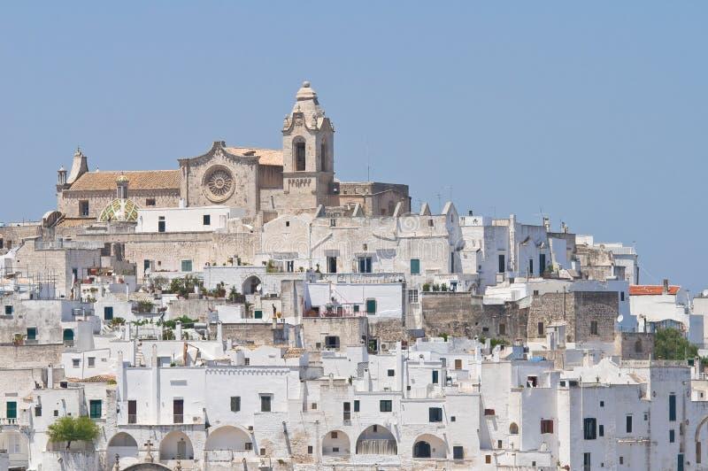 Panorama van Ostuni. Puglia. Italië. royalty-vrije stock afbeelding