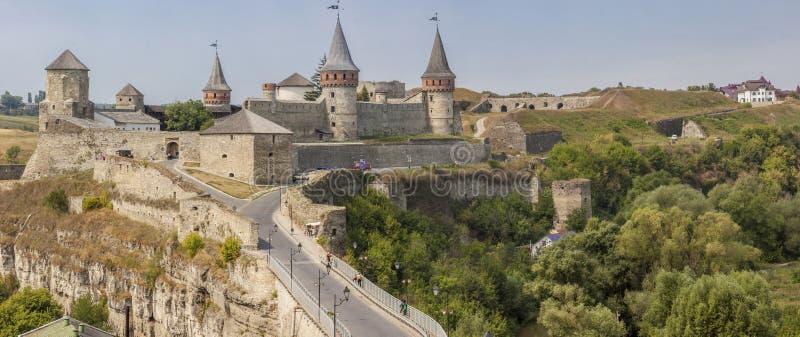 Panorama van oud kasteel in Kamianets Podilskyi, de Oekraïne, Europa. stock foto's
