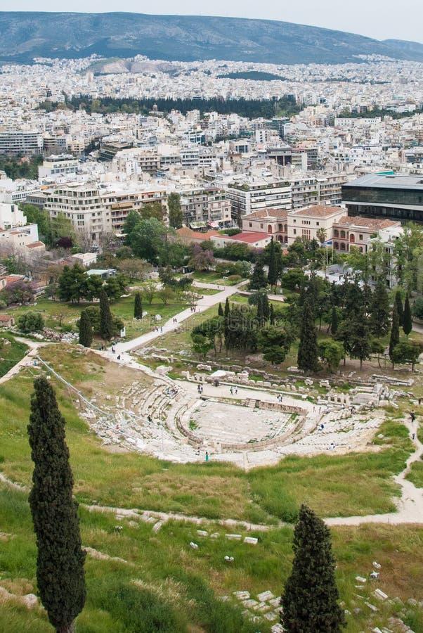 Panorama van oud theater van dionysus in Athene, Griekenland stock afbeeldingen