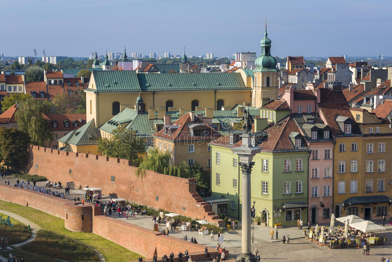 Panorama van Oude Stad en Koning Zygmunt III Waza-standbeeld in Warshau stock afbeelding