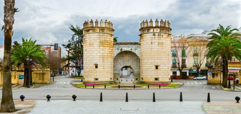 Panorama van Palmenpoort in Badajoz stad, Extremadura, Spanje stock afbeelding