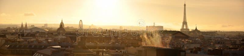 Panorama van Parijs van Daken bij Zonsondergang wordt gezien die stock fotografie