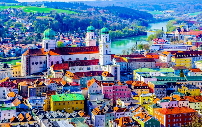 Panorama van Passau met Dom Bavaria Duitsland royalty-vrije stock foto's