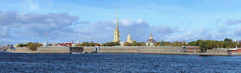 Panorama van Peter en Paul Fortress in Heilige Petersburg, Rus royalty-vrije stock afbeelding