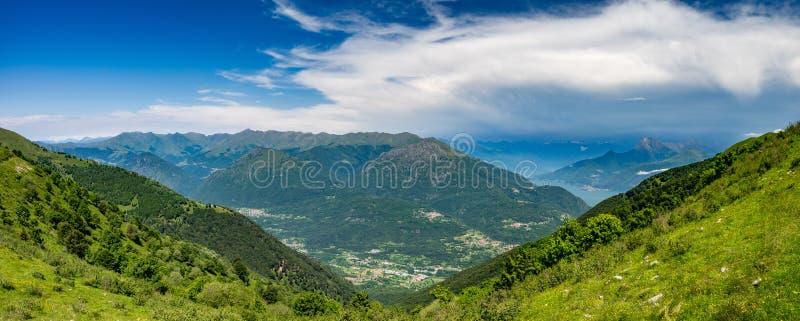 Panorama van Pizzo Di Gino, Monte Grona, Monte Legnone, LAK stock foto's