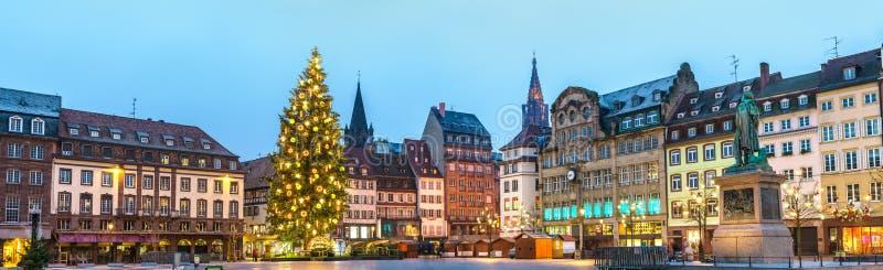 Panorama van Plaats Kleber met de Kerstmismarkt in Straatsburg, Frankrijk stock afbeelding