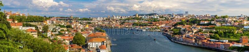Panorama van Porto en de Douro-rivier royalty-vrije stock afbeelding