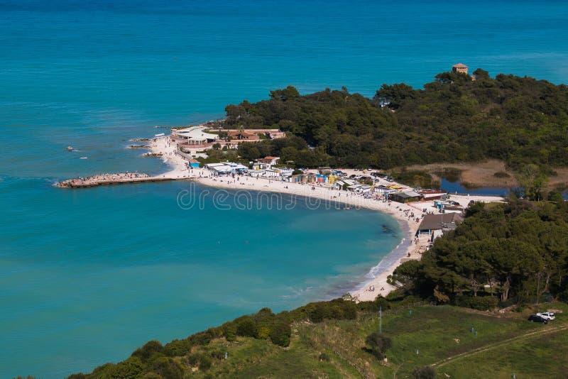 Panorama van Portonovo-strand in het Conero-park royalty-vrije stock foto