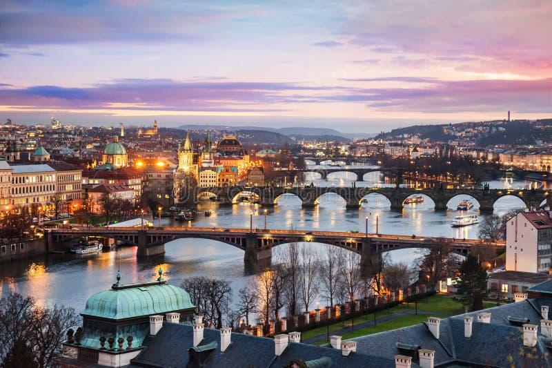 Panorama van Praag bij nacht royalty-vrije stock fotografie