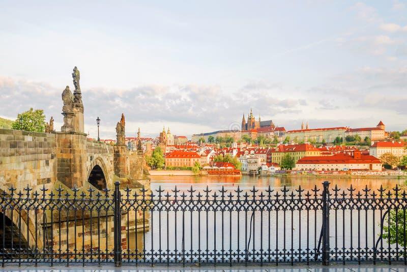 Panorama van Praag in de ochtend in Praag stock afbeeldingen