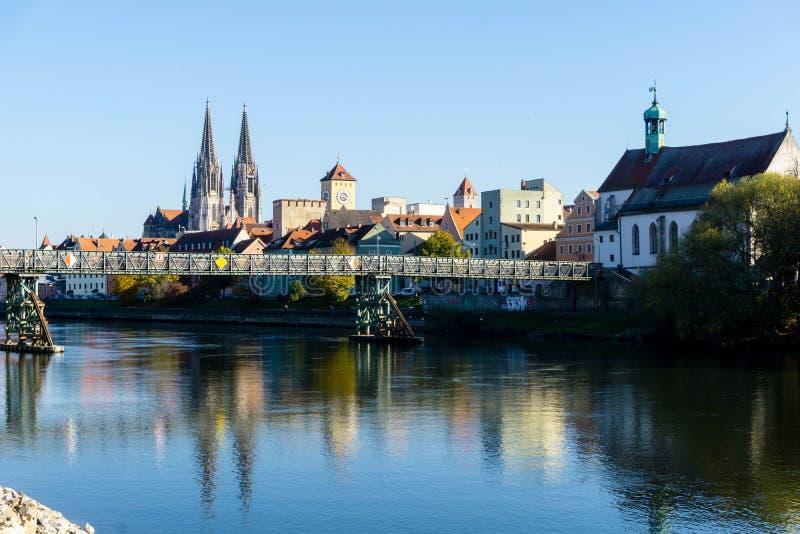 Panorama van Regensburg met Dom en Donau in Beieren Duitsland royalty-vrije stock afbeeldingen