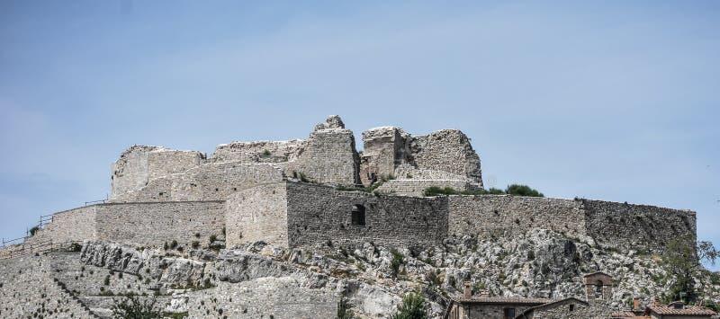 Panorama van Rocca Aldobrandesca in middeleeuwse borgo van Castiglione D ?Orcia royalty-vrije stock afbeeldingen