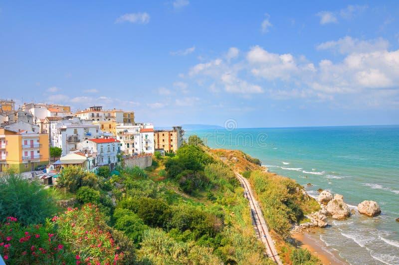 Panorama van Rodi Garganico. Puglia. Italië. stock afbeelding