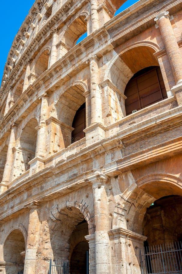 Panorama van Roman Coliseum, een majestueus historisch monument royalty-vrije stock foto's