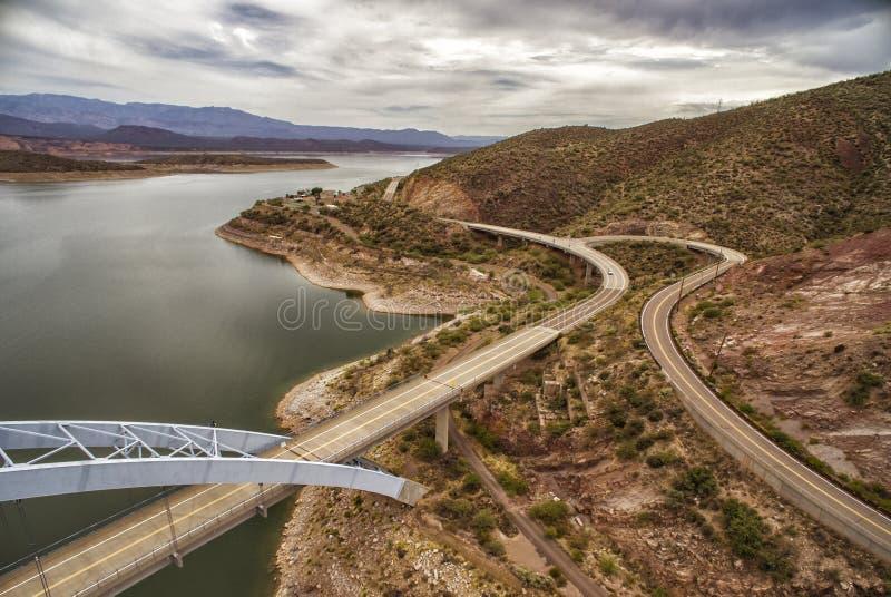 Panorama van Roosevelt-meer en brug, Arizona royalty-vrije stock afbeelding