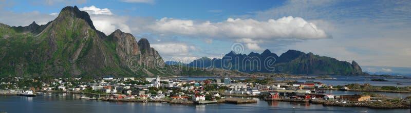 Panorama van stad Svolvaer in eilanden Lofoten royalty-vrije stock foto