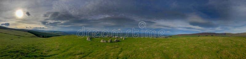 Panorama van steencirkel Moel T? Uchaf in Wales royalty-vrije stock afbeeldingen