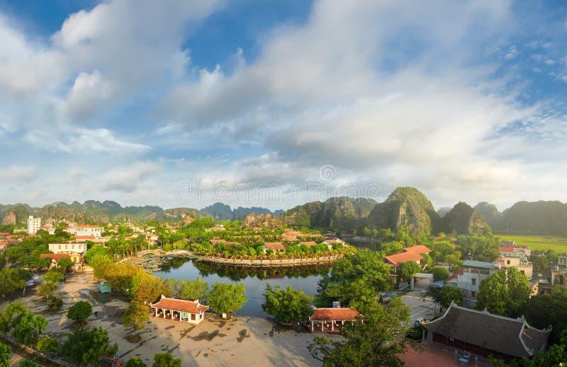 Panorama van Tam Coc-dorp in de provincie van Ninh Binh, Vietnam royalty-vrije stock afbeelding