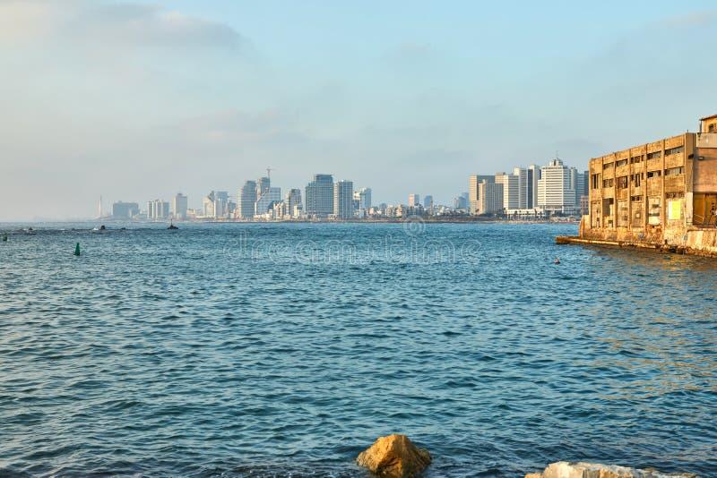 Panorama van Tel Aviv bij zonsondergang, kustlijn met hotels royalty-vrije stock foto's