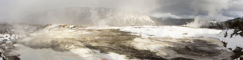 Panorama van terrassen bij de Mammoet Hete Lentes, Yellowstone Nationa royalty-vrije stock afbeeldingen