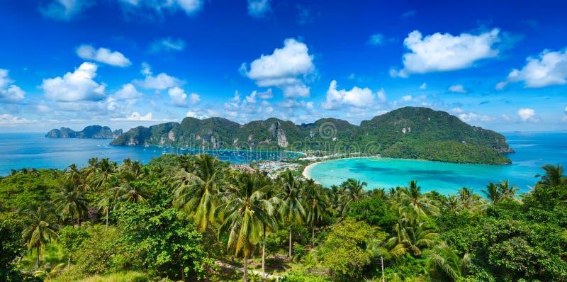 Panorama van tropisch eiland stock foto's