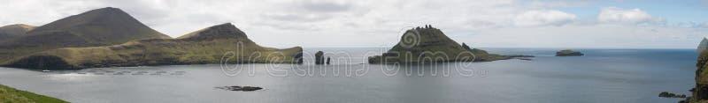 Panorama van Vagar, Gasholmur en Tindholmur royalty-vrije stock foto's