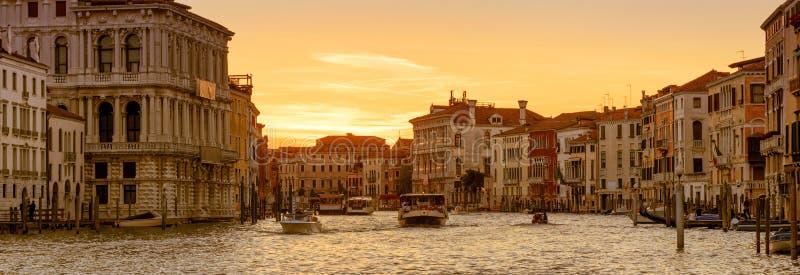 Panorama van Venetië bij zonsondergang, Italië royalty-vrije stock afbeeldingen