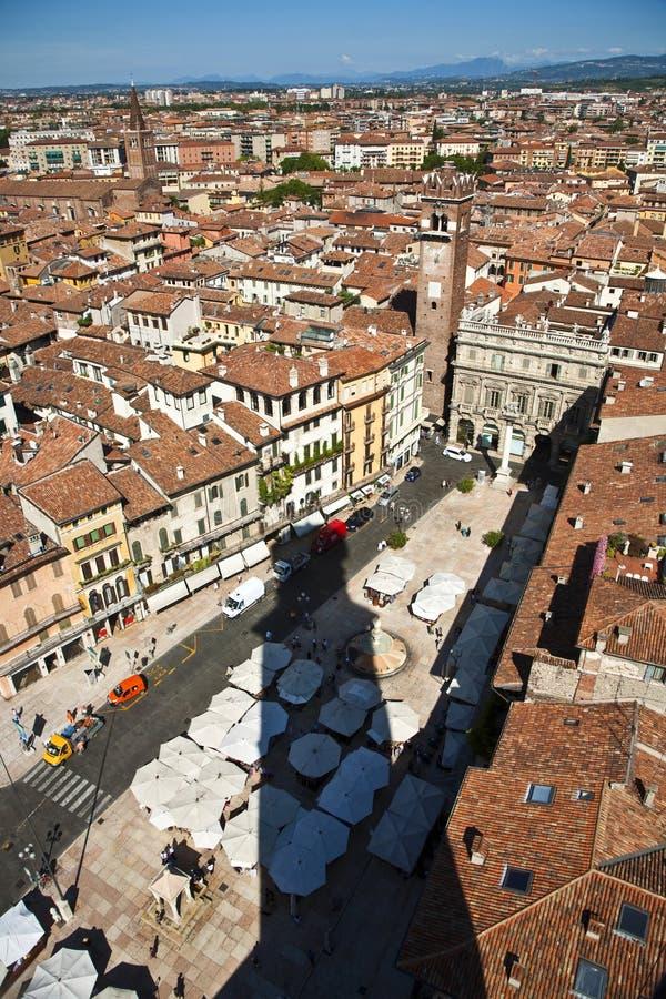 Panorama van Verona van torre DE lamberti stock afbeeldingen