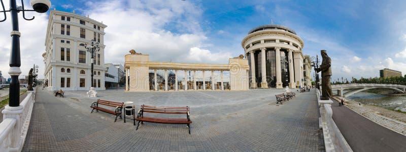 Panorama van vierkante Moeder Theresa in Skopje stock fotografie