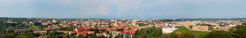 Panorama van Vilnius, Litouwen Mening van de heuvel van Drie Kruisen royalty-vrije stock fotografie