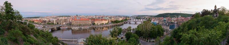 Panorama van Vltava-rivier, Praag, Tsjechische republiek stock afbeelding