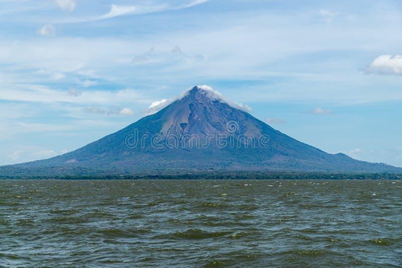 Panorama van vulcano van Ometepe in het meer, Ometepe - Nicaragua stock foto's