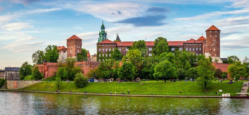 Panorama van Wawel-kasteel in Krakau, Polen royalty-vrije stock afbeelding