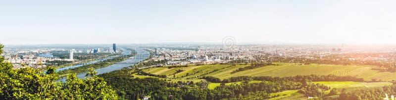 Panorama van Wenen, Oostenrijk van Kahlenberg stock foto's