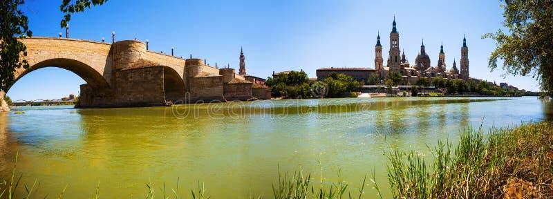 Panorama van Zaragoza stock afbeeldingen