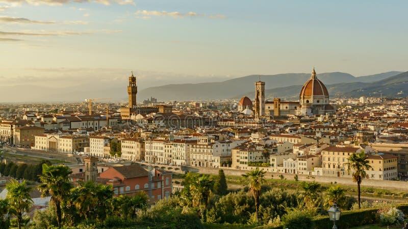 Panorama van zonsondergang over Florence Italië stock foto