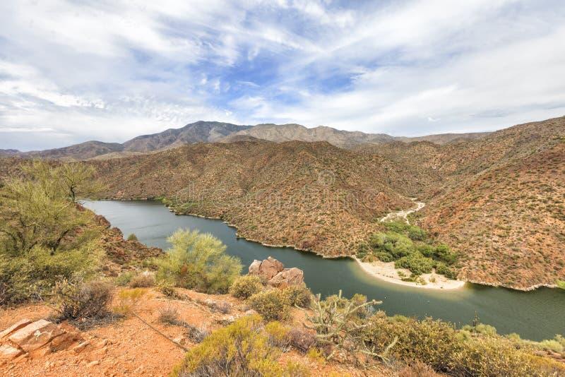Panorama van Zoute Rivier bij Apache-sleep toneelaandrijving, Arizona royalty-vrije stock foto