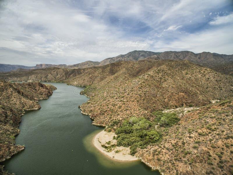 Panorama van Zoute Rivier bij Apache-sleep toneelaandrijving, Arizona stock foto's